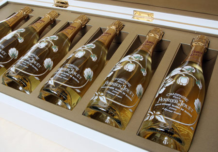 http://www.goldengod.ru/wp-content/uploads/2009/03/champagne_bottle.jpg